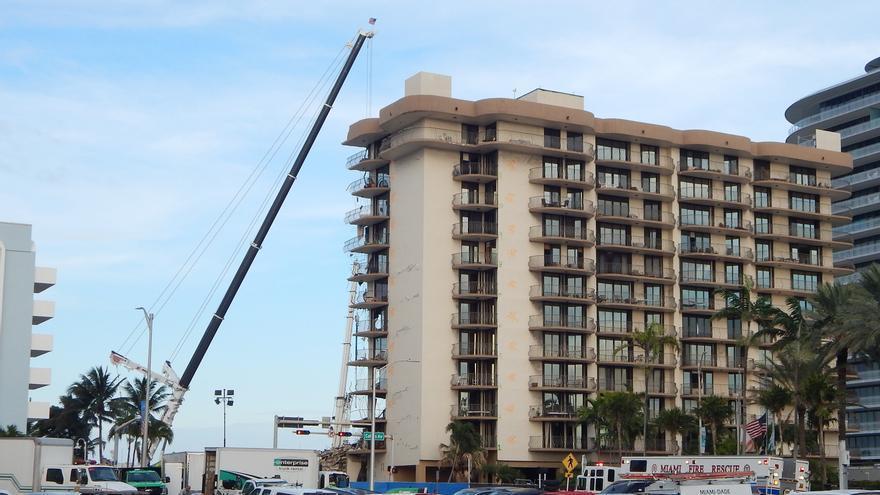 Suben a 96 los muertos en el derrumbe de edificio residencial en Miami-Dade