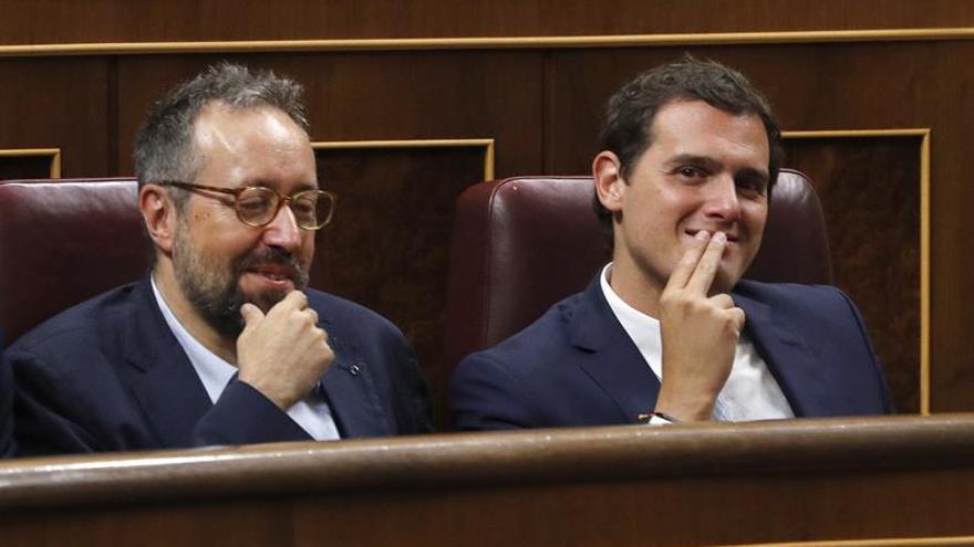"""Rivera pide a PP y PSOE que abandonen la """"guerra fría"""" y desbloqueen el país"""