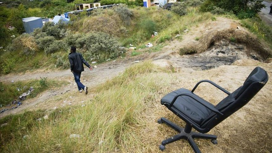 Muere un joven sirio en Calais al intentar viajar al R.Unido por el Eurotúnel