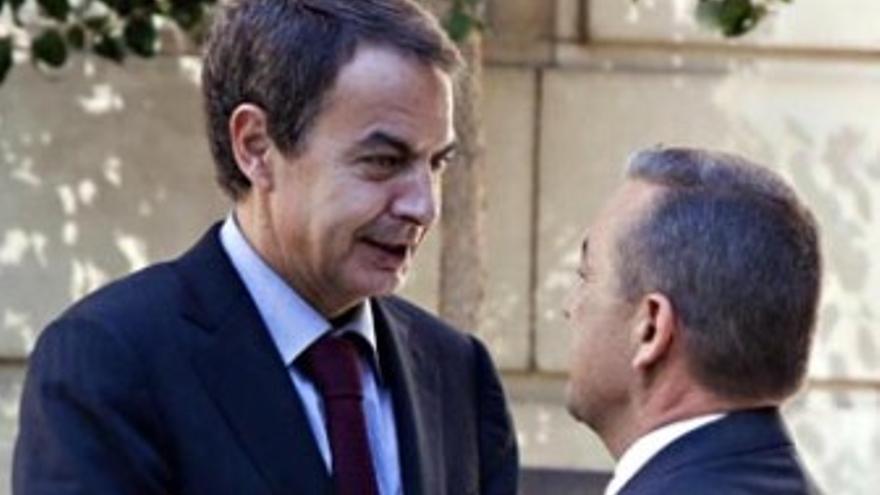 Zapatero y Rivero, durante su encuentro del lunes.