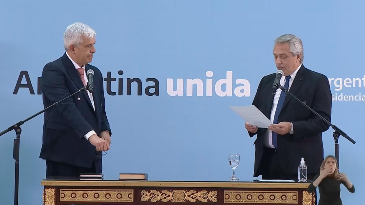 Julián Domínguez, el día de su jura, con el presidente Fernández.