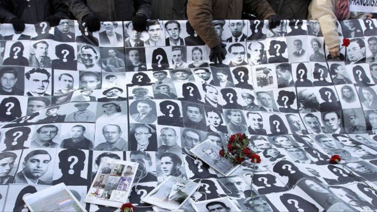 Rostros de personas fusiladas o desaparecidas por el franquismo.