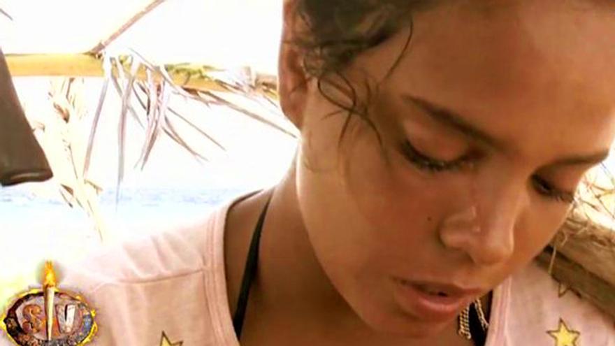 Gloria Camila pide abandonar y su novio carga contra Alba Carrillo en 'Supervivientes'