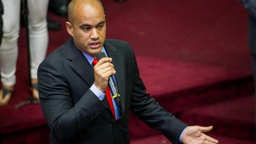 """El chavismo pide que se """"desarrollen en paz"""" los actos electorales de los dos bandos"""