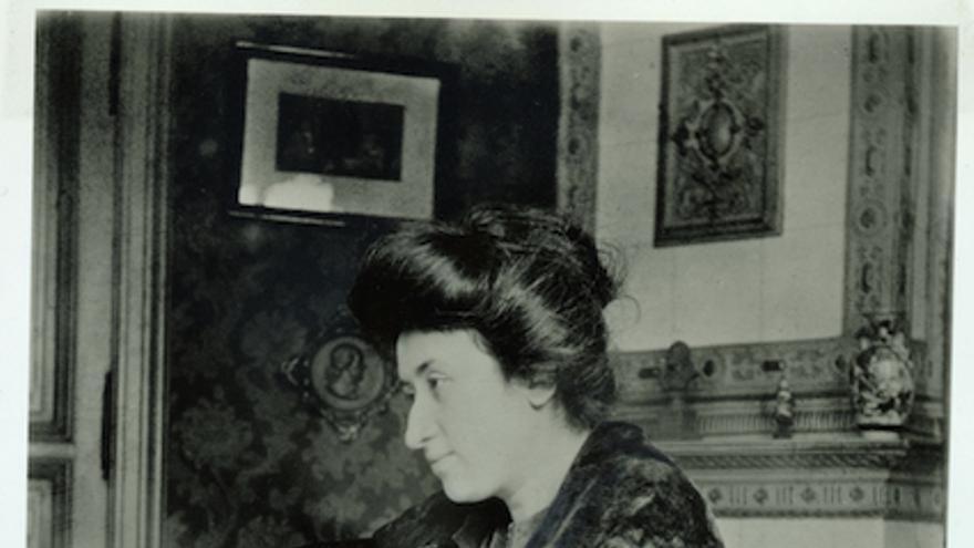 Rosa Luxemburgo en 1907. Fotografía cortesía de la editorial Karl Dietz