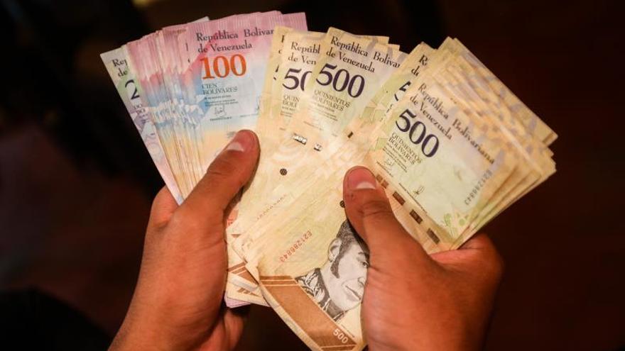 El salario mínimo legal de Venezuela cae hasta los 3,55 dólares