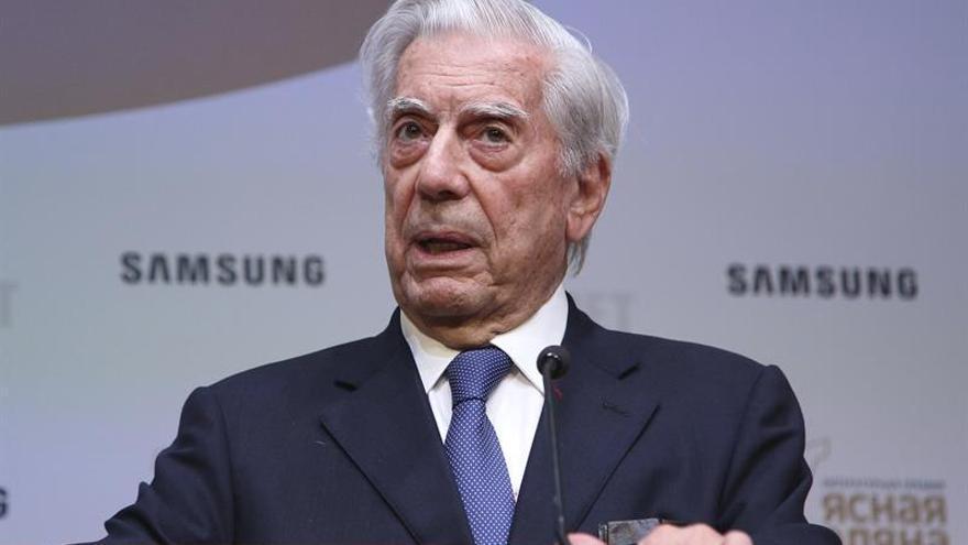Más de 230 escritores, entre ellos Vargas Llosa, rechazan el indulto a Fujimori