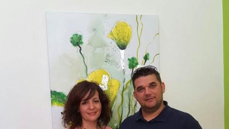 La representante de AFA La Palma con Isaac Lorenzo, presidente del Grupo Loher.