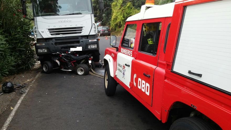 El accidente ha tenido lugar este jueves una carretera de la zona de La Rosa, en el municipio de Mazo. Foto: BOMBEROS LA PALMA.