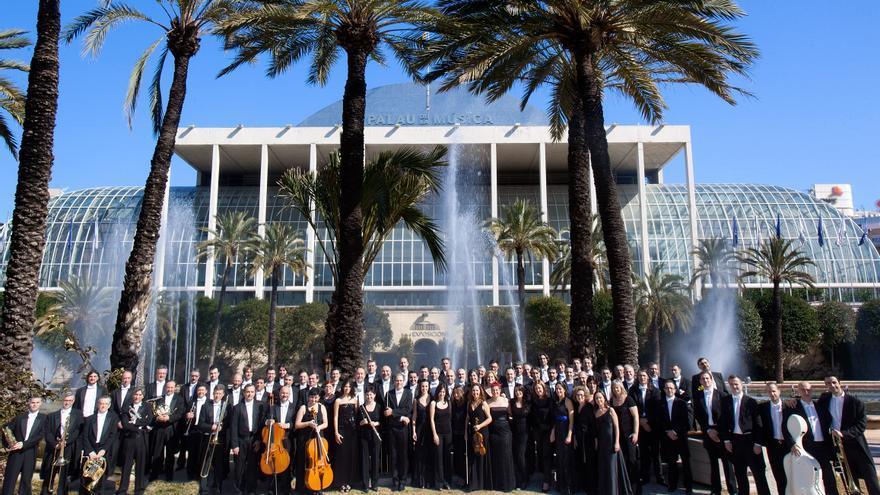 La orquesta de Valencia frente al Palau de la Música