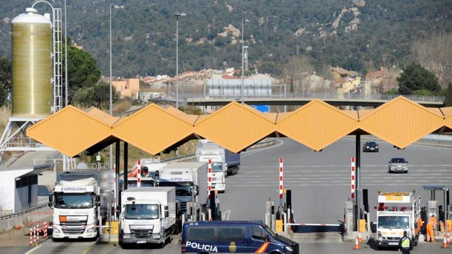 Cortada la frontera con Francia en el comienzo de la huelga en Cataluña