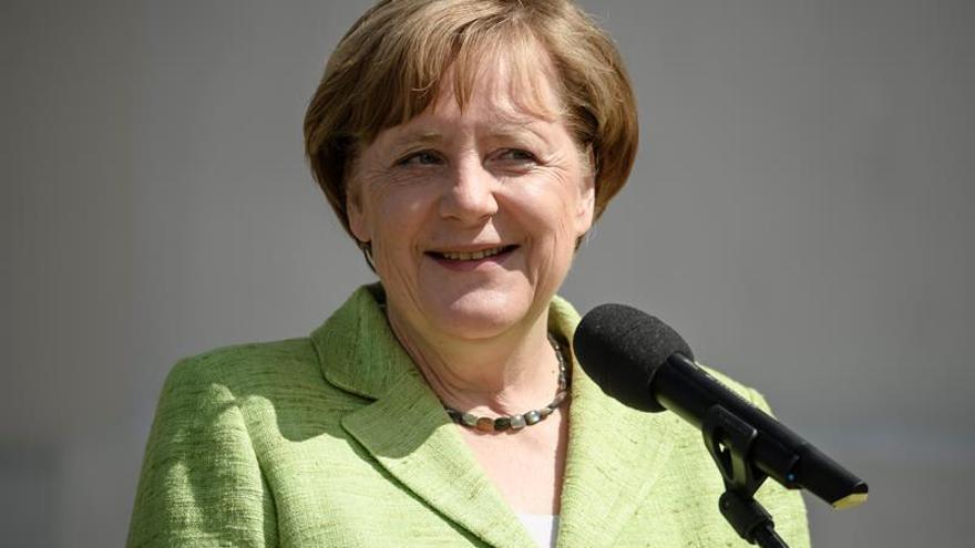 Merkel y Kissinger rechazan el aislacionismo al evocar el Plan Marschall
