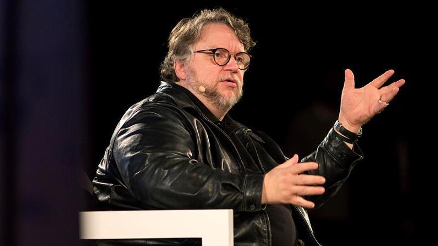 """Del Toro recibe un homenaje y dice que su raza está siendo """"vilipendiada"""""""