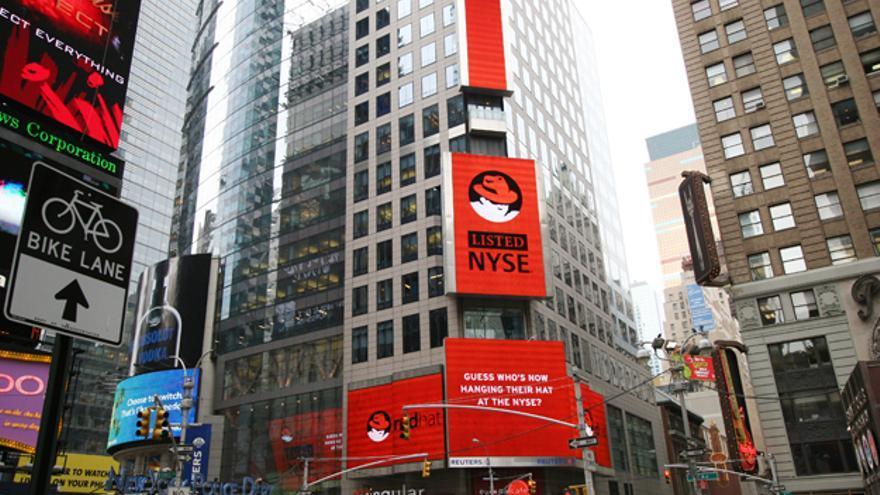 Red Hat en el día de su salida a bolsa en Nueva York (Foto: MrLunch, Flickr)