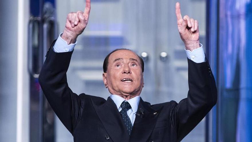 Berlusconi está intentando sortear la ley que le impide presentarse a las elecciones