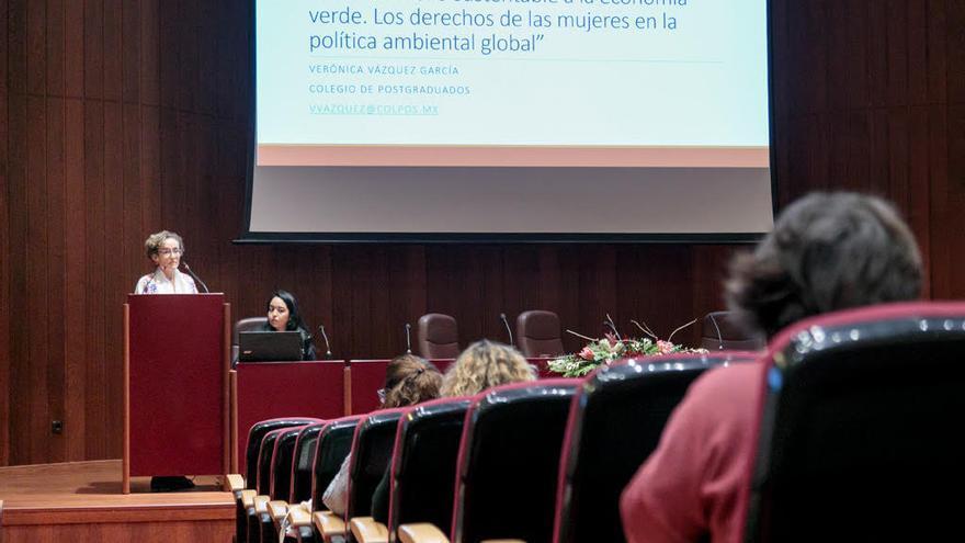 La activista mexicana Verónica Vázquez, profesora universitaria especializada en género y seguridad alimentaria, en un acto sobre los Objetivos de Desarrollo Sostenible organizado por la Universidad de La Laguna.