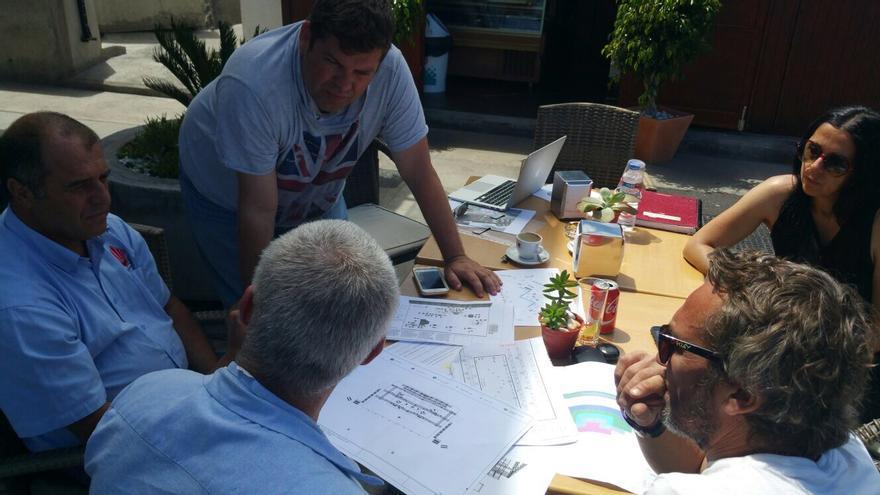 En la imagen, reunión técnica para la producción del Love Festival.