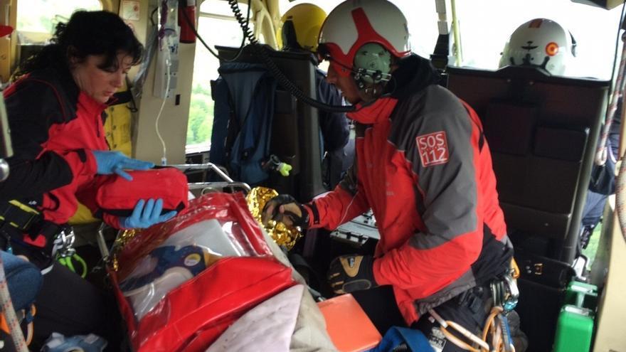 Herido grave un conductor al caer por un terraplén en Ucieda