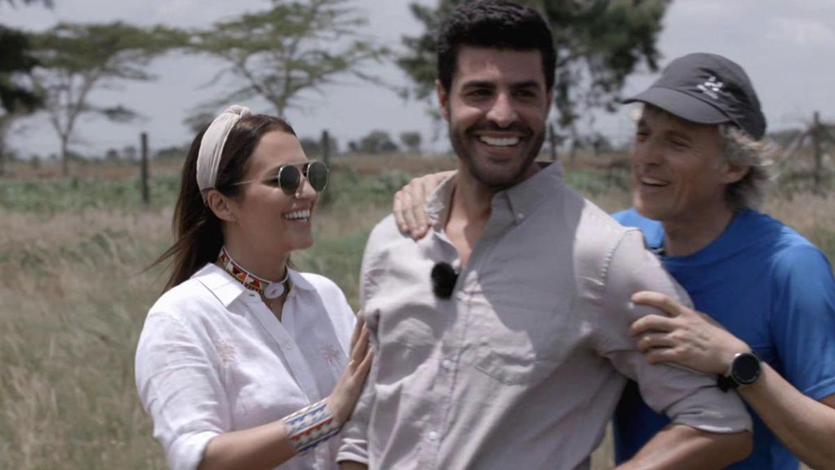 Paula y Miguel, junto a Jesús Calleja en Kenia