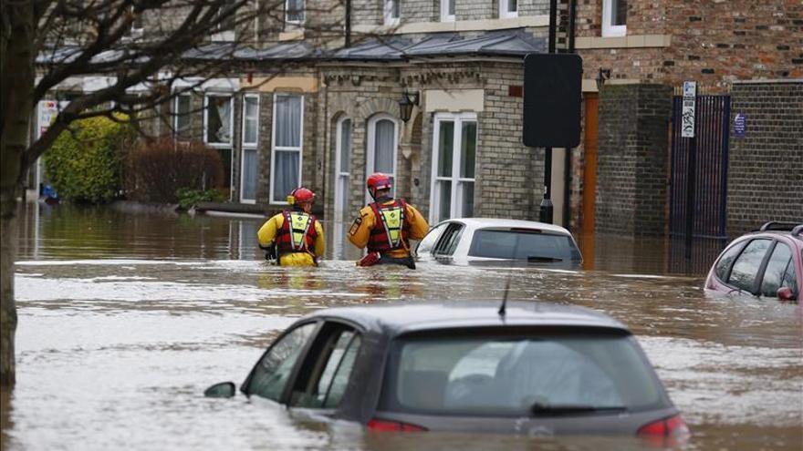 """La tormenta """"Frank"""" amenaza las zonas inundadas en Inglaterra"""