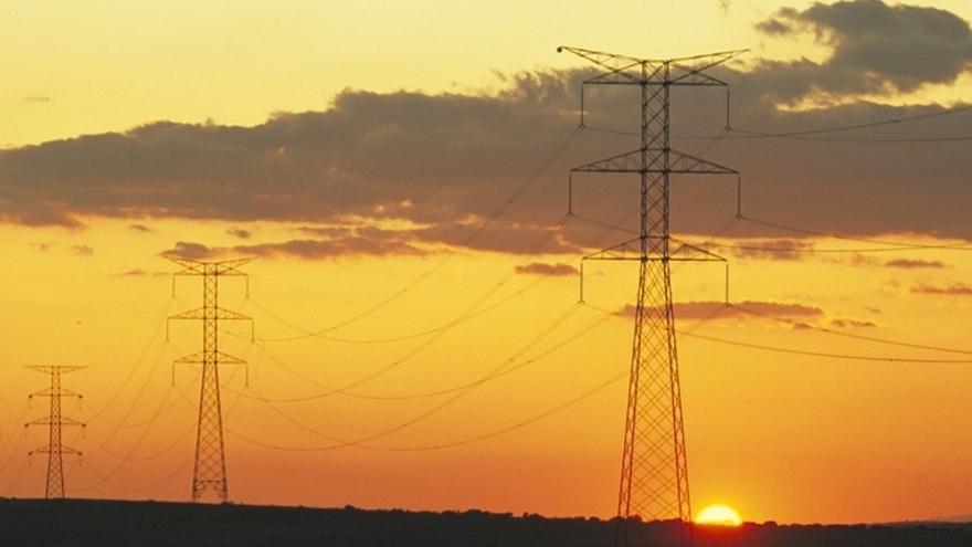 Línea de doble circuito de la red de transporte en España. Foto: Red Eléctrica.