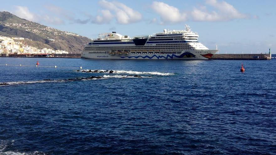 El buque Aida Blu, este lunes, 1 de diciembre, atracado en el Puerto de Santa Cruz de La Palma.