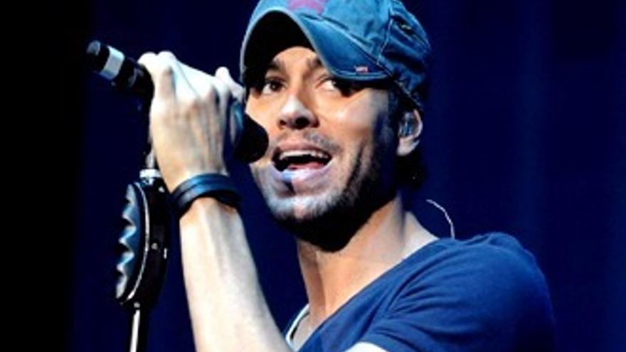 Enrique Iglesias se fotografía sus partes íntimas en pleno concierto