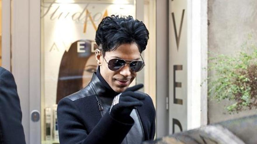 En la imagen, el cantante estadounidense Prince