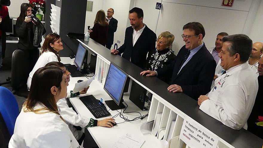 El presidente de la Generalitat, Ximo Puig, y la consellera de Sanidad, Ana Barceló, en una visita a un hospital, en una imagen de archivo.