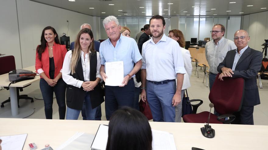 De izquierda a derecha: Ángeles Batista (CC), María Fernández (CC), Pedro Quevedo (NC) y Heriberto Dávila (NC).
