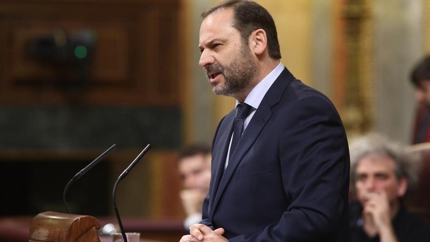 """Ábalos tacha de """"absurda"""" la iniciativa de Cs de apoyo al Gobierno: """"Madrid a algunos les queda muy lejos de Cataluña"""""""