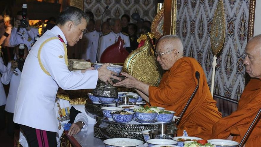 Primera detención por lesa majestad tras la proclamación del nuevo rey tailandés