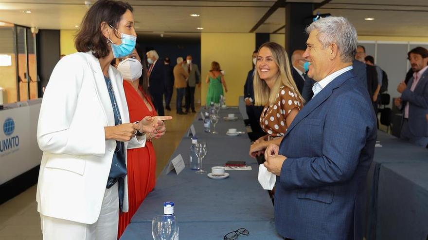 """La ministra de Turismo anuncia un programa de inversiones """"ambicioso"""" para recuperar el sector en Canarias"""