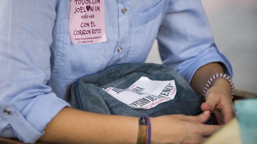 Karen y su familia están llevando a cabo una campaña en redes y recogida de firmas para que Joel vuelva con ellos.