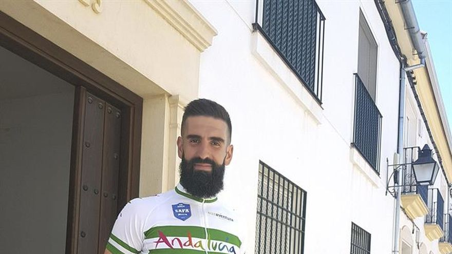 En bici hasta Compostela para pagar el monitor especial del colegio