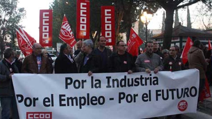 Movilización en Puertollano contra el cierre de la factoría de Solaria de la localidad