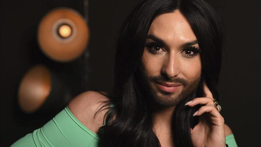 La voz de Conchita acompaña por Eurovisión a los viajeros del metro de Viena