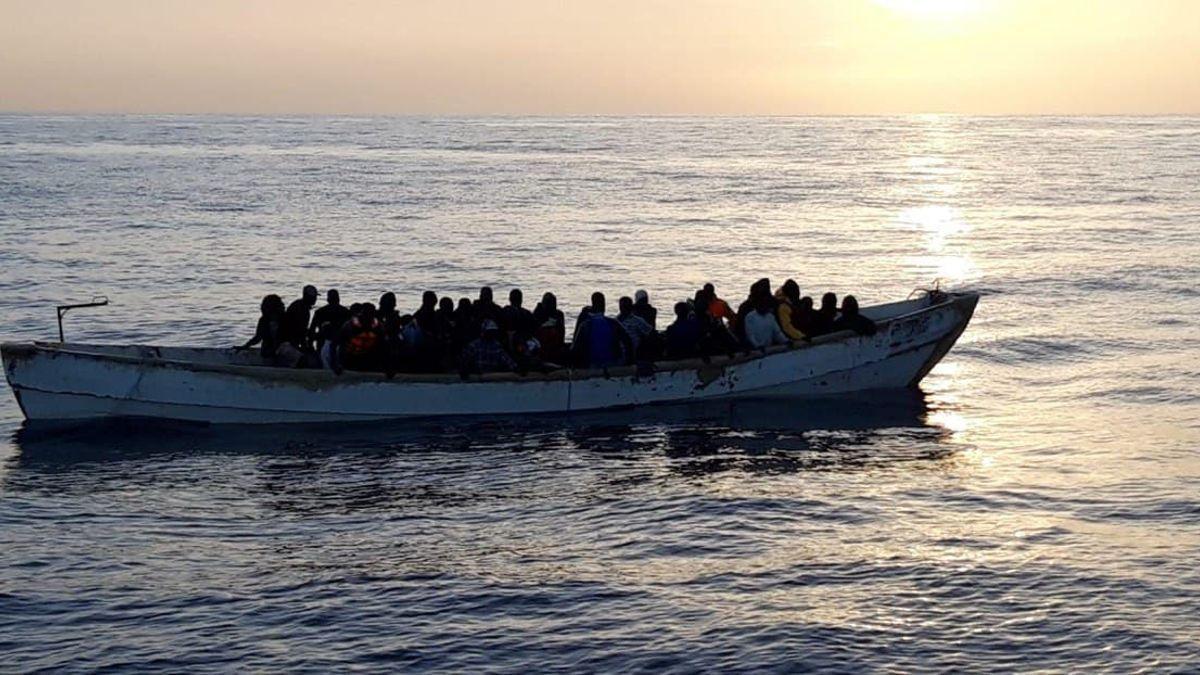 Embarcación con migrantes a bordo