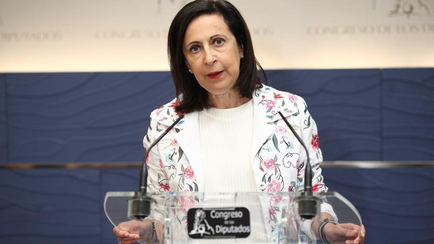 Margarita Robles evita hablar de una ruptura del pacto con Colau porque cree que acabará respetando la legalidad