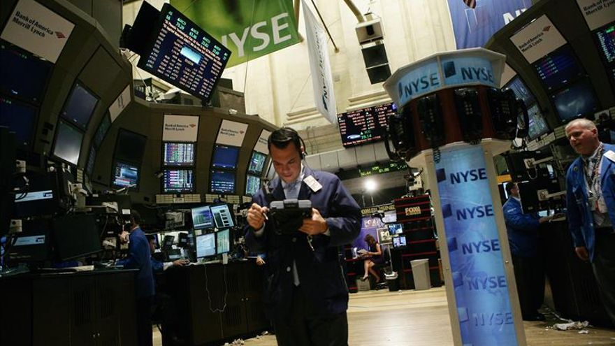 Wall Street sigue en verde y el Dow Jones avanza un 0,88 por ciento en la media sesión