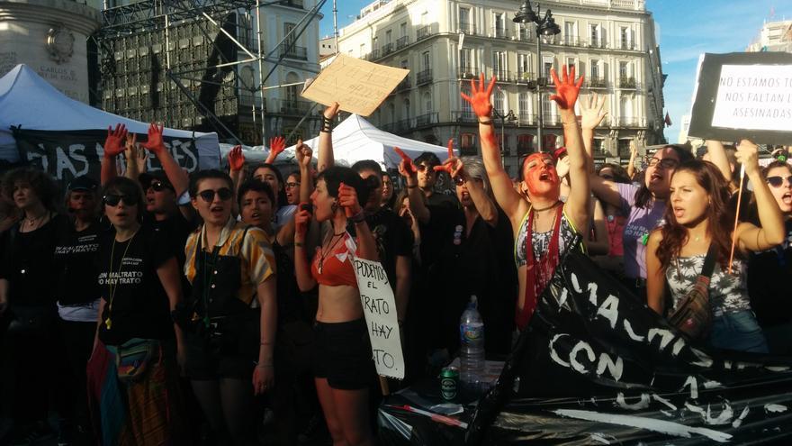 Mujeres de la asociación Velaluz manifestándose en la Puerta del Sol