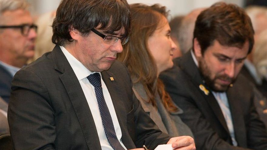 Puigdemont acude al acto de los alcaldes para agradecer el apoyo
