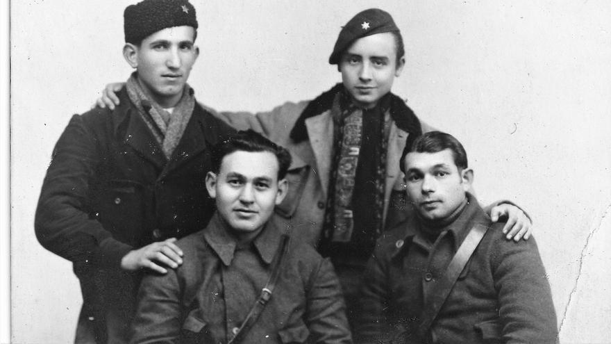 Virgilio Fernández (arriba a la derecha) en un hospital de las Brigadas.