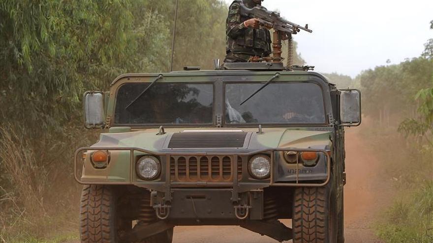 Tailandia emite órdenes de arresto contra cuatro militares por tráfico humano