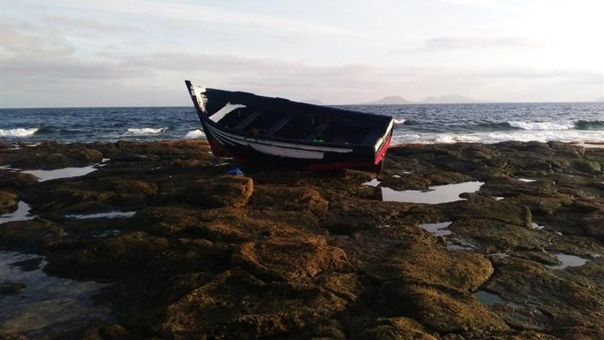 Patera llegada a Famara, en la costa de Lanzarote, este martes