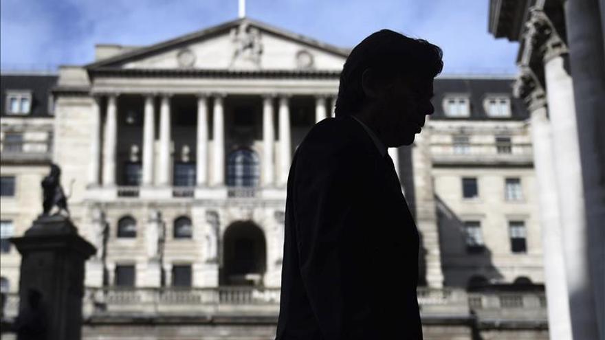 El Reino Unido deja los tipos en el 0,5 % y mantiene su programa de estímulo