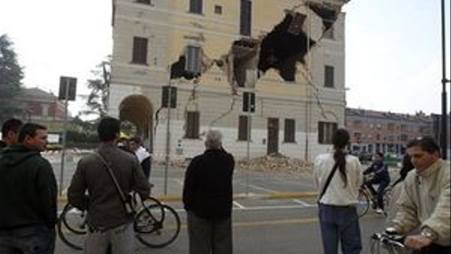 Varias torres se han desplomado por el seísmo en el norte de Italia. (EUROPA PRESS)