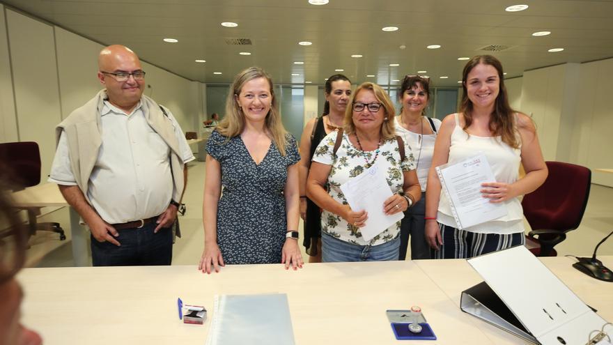 Las candidatas de Unidas Podemos por Las Palmas, Victoria Rosell y Meri Pita, registran las candidaturas al Congreso y al Senado.