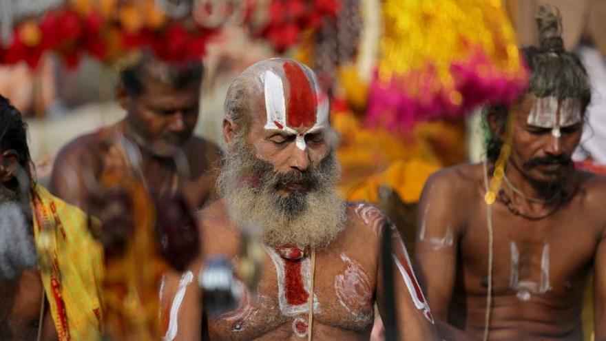 600.000 hindúes celebran festividad bañándose en la desembocadura del Ganges