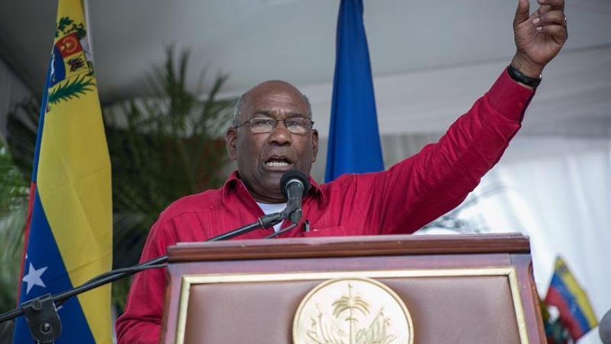 El chavismo inscribe sus candidatos para la adelantada elección de gobernadores